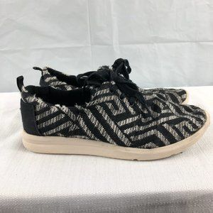 TOMS girls youth 4 Black White Patterned Sneakers